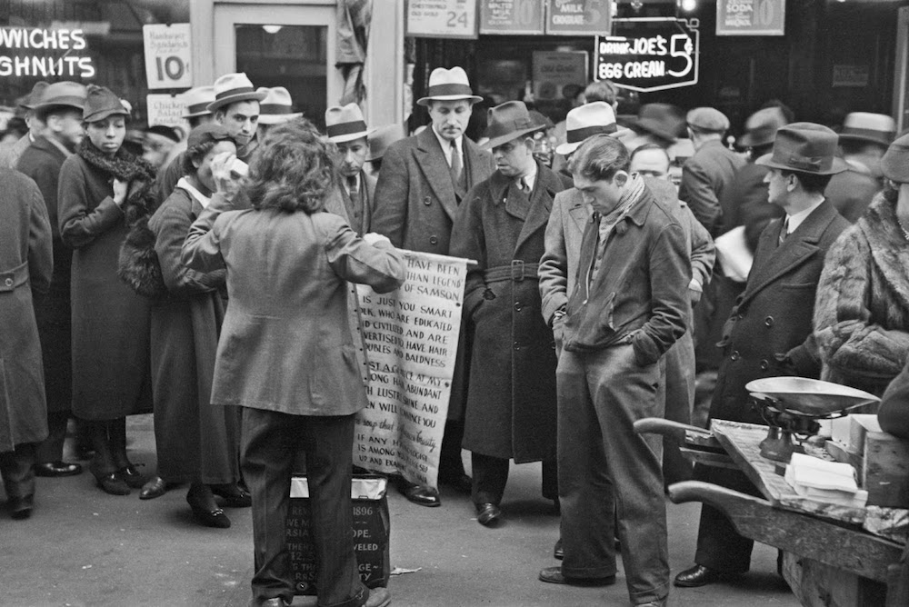 Russell-Lee-Hair-tonic-salesman-advertising-his-wares-7th-Avenue-at-38-Street-New-York-City-1936